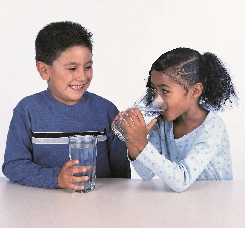 Kids drinking water